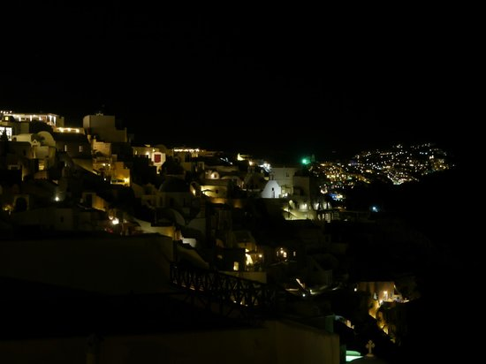 Lucky Homes - Oia : Watching all the lights of Oia and more from your terrace...