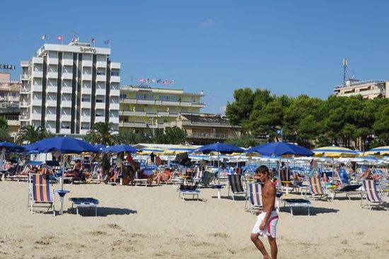 Costa Residence: reservierter Strand Residence Costa