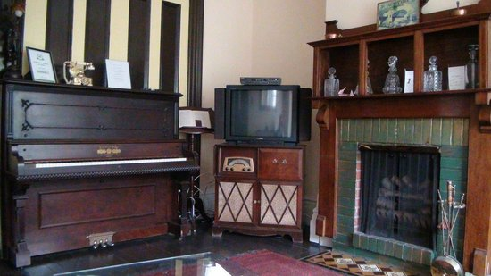 Toronto Garden Inn: Common Living Room