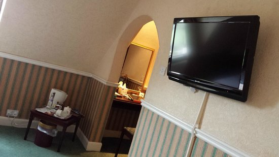 Best Western Edinburgh South Braid Hills Hotel: Zimmer TV, Wifi, Wasserkocher, Ankleide