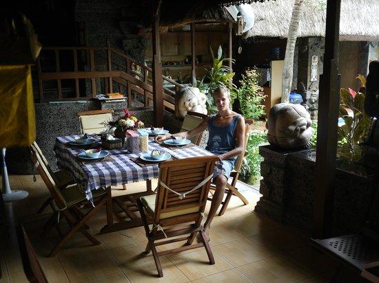 Aahh Bali Bed & Breakfast: Breakfast