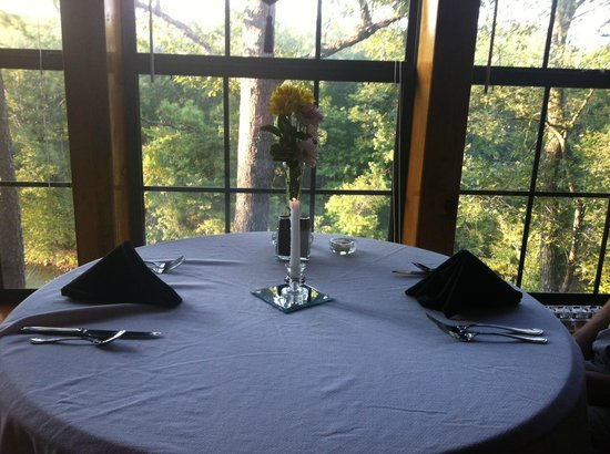 Eagle Creek Escape Guest Cottages: Dining at the lodge.