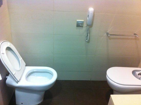 Hotel SB BCN Events : WC abierto y sucio a la llegada