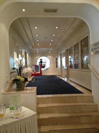 Lindner Grand Hotel Beau Rivage : Recepção/corredor para fitness e piscina