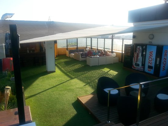Hotel Malaga Nostrum : Terraza en piscina