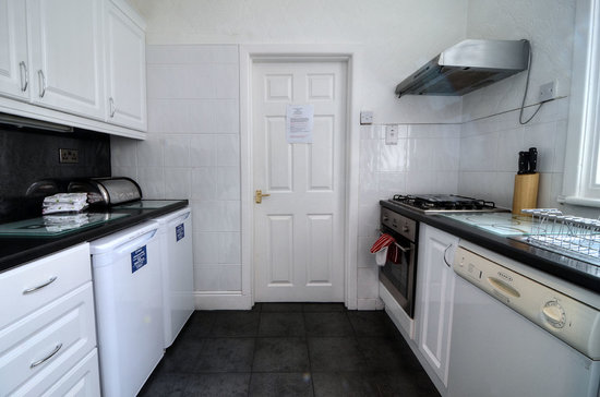 Barford House Holiday Apartments: Ground Floor kitchen 2013