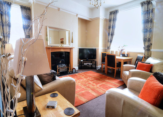 Barford House Holiday Apartments: Ground Floor Lounge 2013