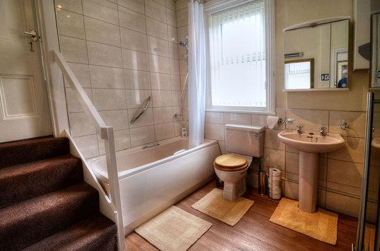 Barford House Holiday Apartments: Apartment 4 Bathroom 2013