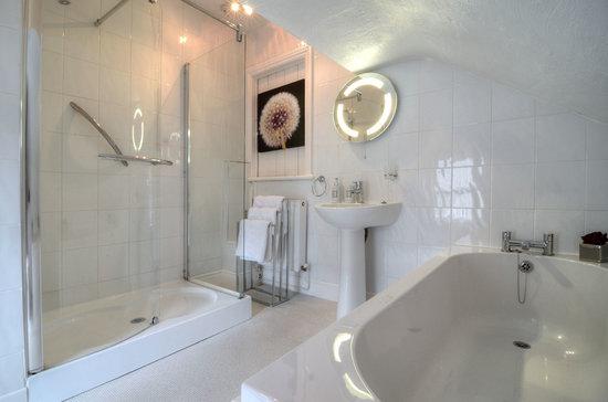 Barford House Holiday Apartments: Apartment 5 Bathroom 2013