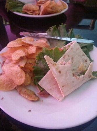 Branigan's Irish Grill & Pub: tuna steak flatbread and homemade chips excellent!