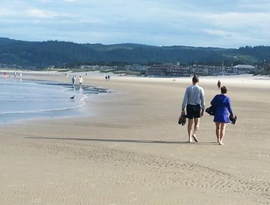 Lodges at Cannon Beach: Walking the beach