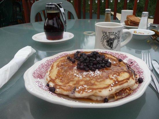 Silver Fork Lodge & Restaurant: Sour dough pancakes - the short stack!