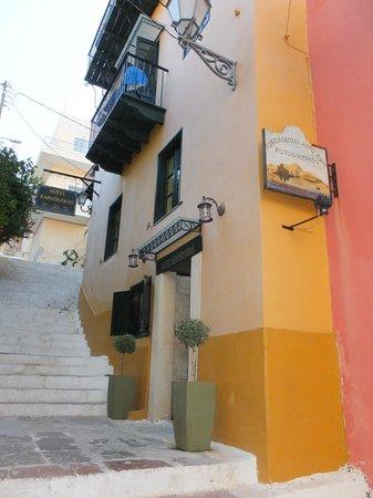 Kapodistrias: Entrada
