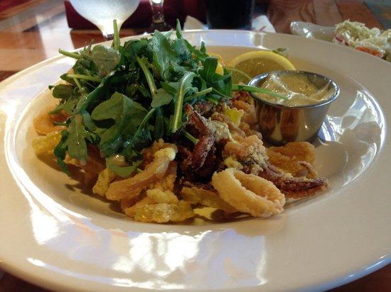 Red's Restaurant & Lounge: The calamari - excellent