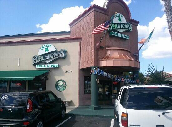 Branigan's Irish Grill & Pub: Front of Branigans