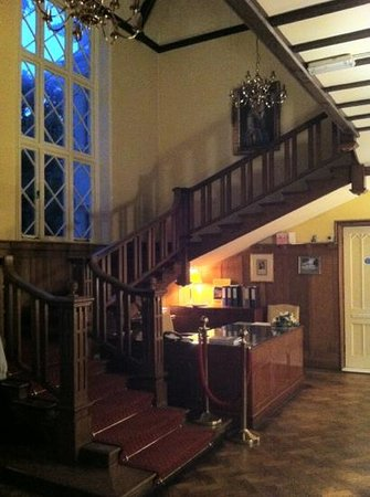 Alverbank Country House Hotel : the entrance hall.