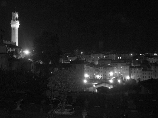 Lorenzini Rooms: vistas desde la terraza por la noche