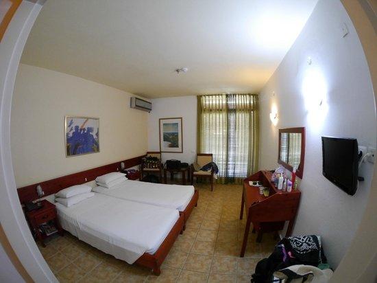 Hotel Alkyon : Room 405 bedroom area