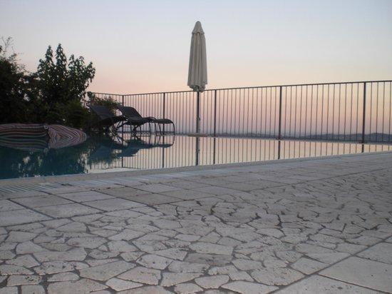 La Candola: Panorama in piscina