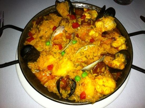 Cafe Seville: paella