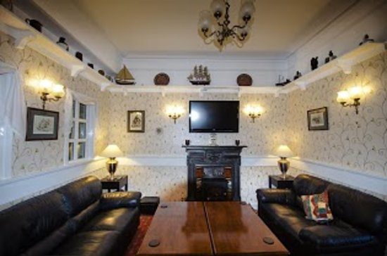 Kings Knoll Hotel: bar and lounge