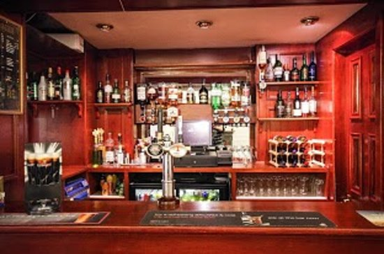 Kings Knoll Hotel: bar showing our stock of west coast single malts