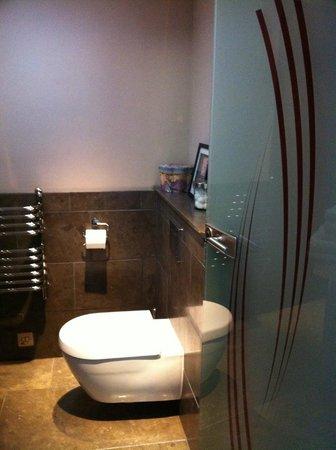 Docharn Lodge Guest House: Gorgeous modern bathroom