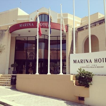 Marina Hotel Corinthia Beach Resort: Hotel entrance