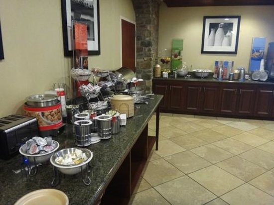 Hampton Inn & Suites Air Force Academy: Breakfast