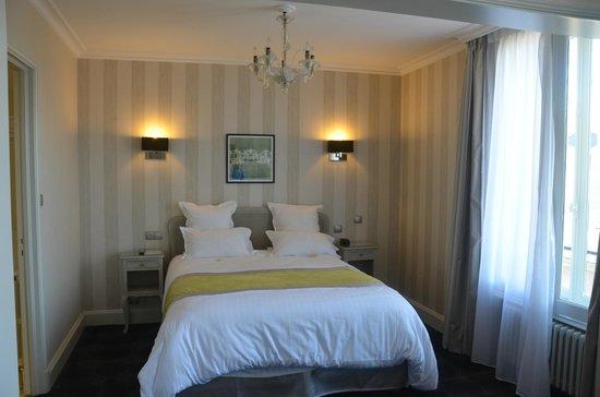 Grand Hotel De La Reine: Our room