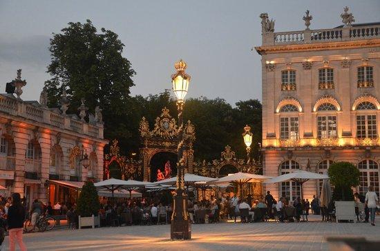 Grand Hotel De La Reine: Fountain beside the Opera