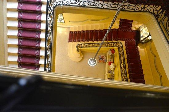 Grand Hotel De La Reine: Stairways