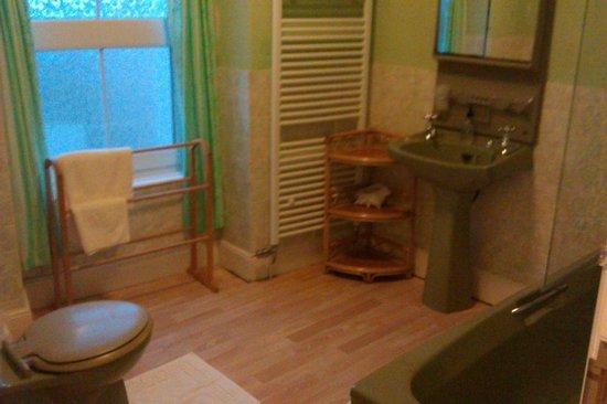 Mor Wyn Guest House: Room 5 Bathroom