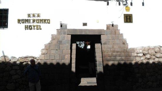Hotel Rumi Punku: Porta de entrada
