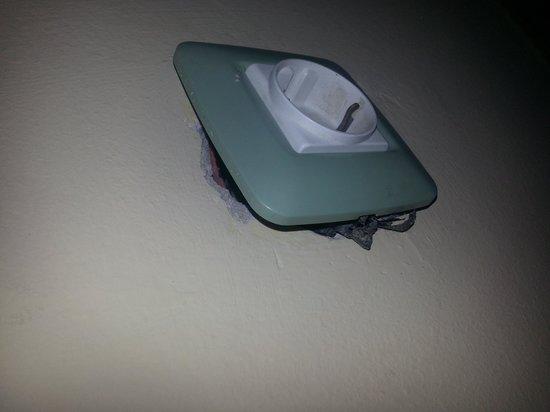 Hotel Adria: Les prises de courant de la chambre ....