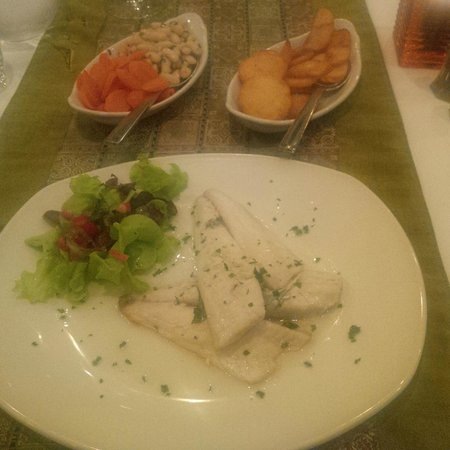 Lulu Restaurant: Tasty fish with sides