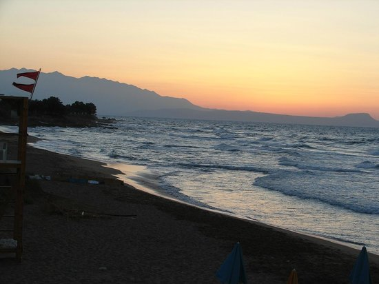 Dedalos Beach: Blick v Hotelterasse aufs Meer