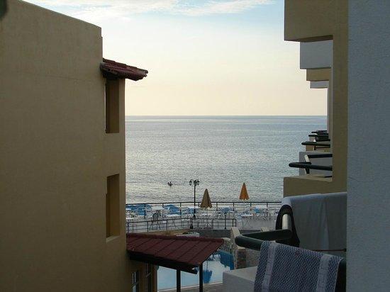 Dedalos Beach: Blick aus  meinem Zimmer aufs Meer