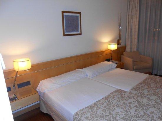 Euro Hotel Barcelona : Ampia camera da letto