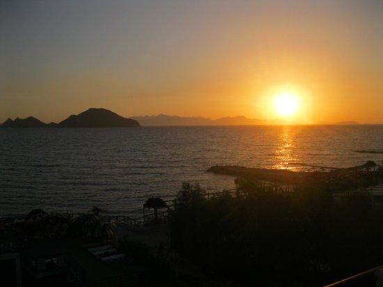 Cemre Hotel: Sunset at the Cemre (my balcony)