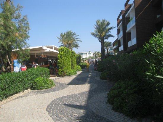 Cemre Hotel: The Boardwalk - towards Cemre