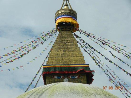 สถูปโพธานาฑ: gli occhi blu dello Stupa