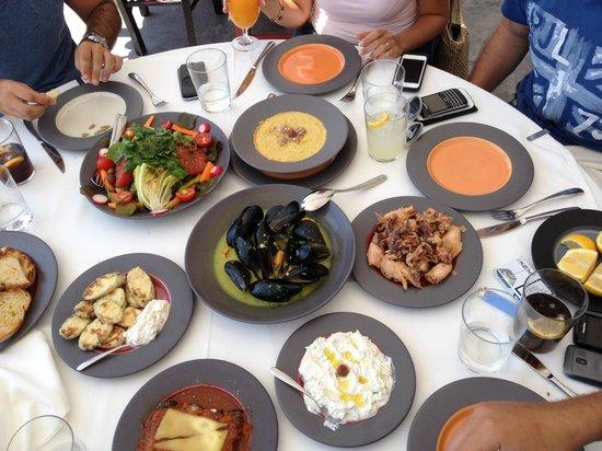 Ammoudi Fish Tavern: Great Food!