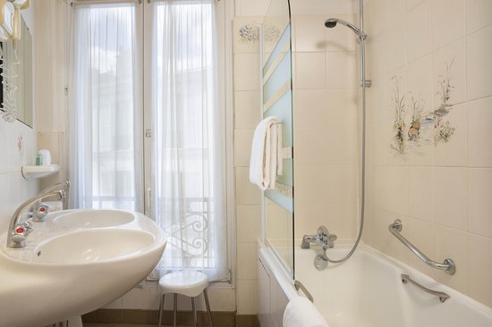 Hotel Eiffel Turenne: salle de bain
