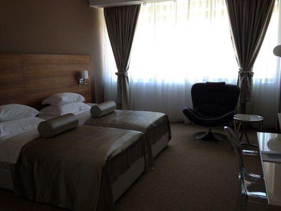 Hotel Aurel: Room / Bed
