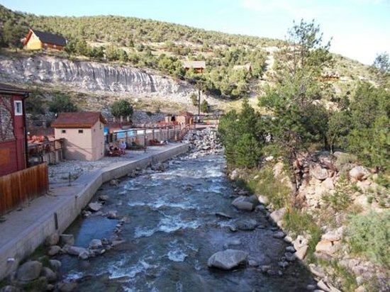 Mount Princeton Hot Springs Resort: View from the bridge to the new spa area
