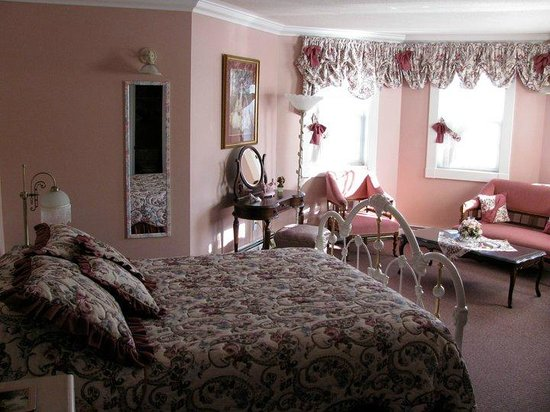 Pink Victorian Room - Picture of Chez Dube Country Inn, Fort ...