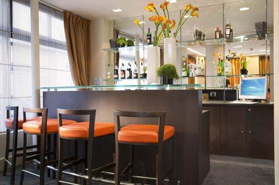 Hotel Eiffel Turenne: bar