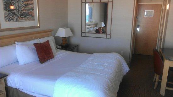 Empress Hotel : Single queen room
