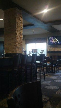 Best Western Plus Arlington North Hotel & Suites: breakfast room